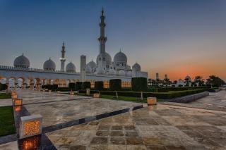 Sheikh Zayed Grand Mosque in Abu Dhabi - Obrázkek zdarma pro Nokia Asha 302