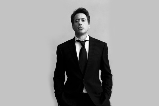 Free Robert Downey Junior Black Suit Picture for Android, iPhone and iPad