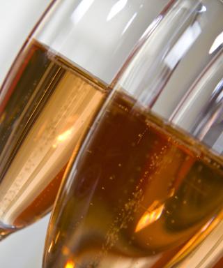 Rose champagne in glass - Obrázkek zdarma pro 480x854