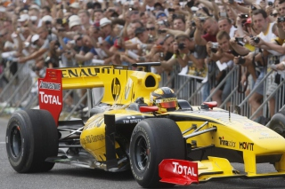 N-Gine Renault F1 Team Show, Robert Kubica Picture for Android, iPhone and iPad