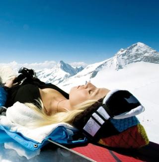 Skiing Girl - Obrázkek zdarma pro iPad Air