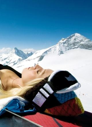 Skiing Girl - Obrázkek zdarma pro Nokia X3-02