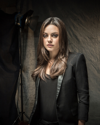 Mila Kunis actress from Forgetting Sarah Marshall movie - Obrázkek zdarma pro Nokia Asha 501