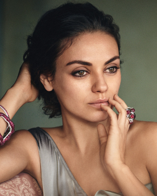 Free Mila Kunis American actress Picture for Nokia Asha 303