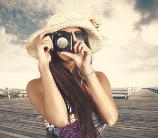 Cute Photographer In Straw Hat - Obrázkek zdarma pro 128x128