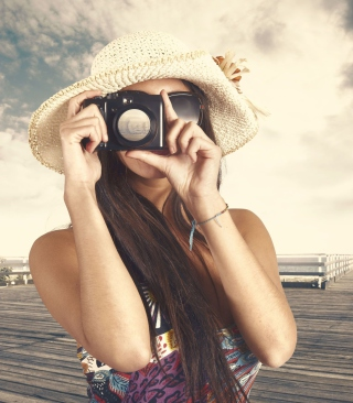 Cute Photographer In Straw Hat - Obrázkek zdarma pro Nokia 300 Asha