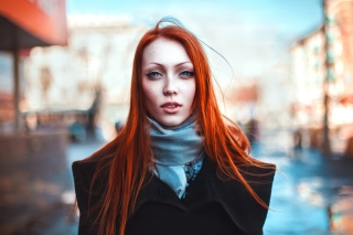 Gorgeous Redhead Girl - Obrázkek zdarma pro Sony Xperia Z1