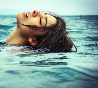 Swimming - Obrázkek zdarma pro 320x320