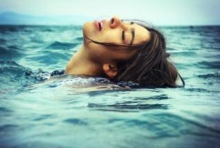 Swimming - Obrázkek zdarma pro HTC One
