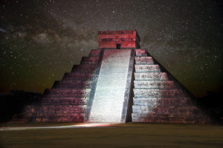 Free Chichen Itza Pyramid in Mexico Picture for Android, iPhone and iPad