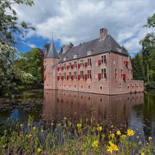 Oude Loo Castle in Apeldoorn in Netherlands - Obrázkek zdarma pro iPad 3