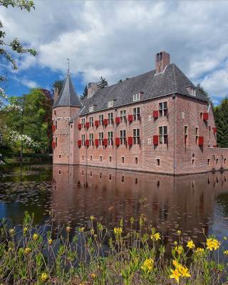 Oude Loo Castle in Apeldoorn in Netherlands - Obrázkek zdarma pro 240x432