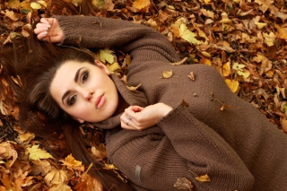 Girl Autumn Picture for Android, iPhone and iPad