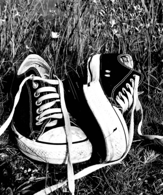 Chucks Schwarz Converse - Obrázkek zdarma pro Nokia Asha 502