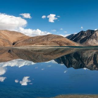 Pangong Tso lake in Tibet - Obrázkek zdarma pro iPad