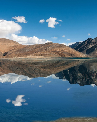 Pangong Tso lake in Tibet - Obrázkek zdarma pro 768x1280