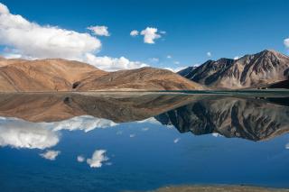 Pangong Tso lake in Tibet - Obrázkek zdarma pro Android 320x480