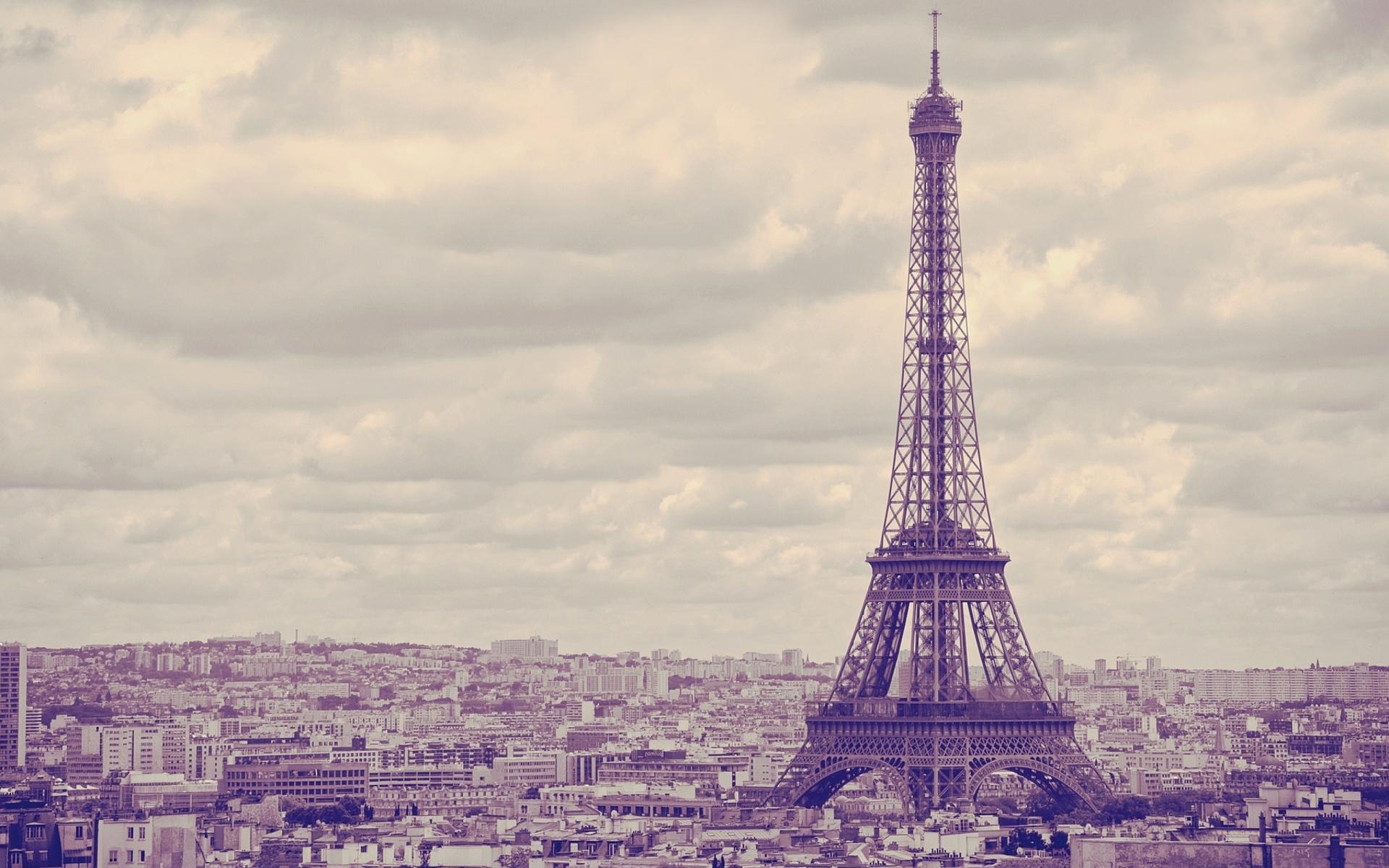 Eiffel Tower La...