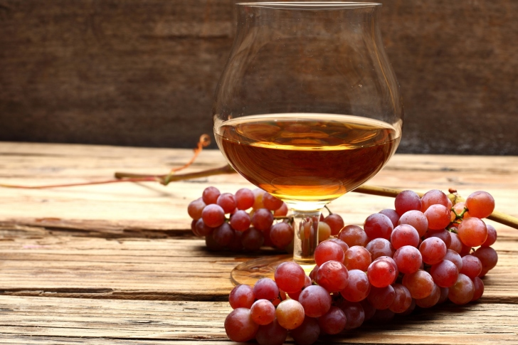 Cognac and grapes wallpaper