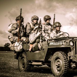 Soldiers on Jeep - Obrázkek zdarma pro iPad