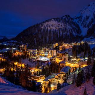 Night Bergamo, Lombardia - Obrázkek zdarma pro 208x208