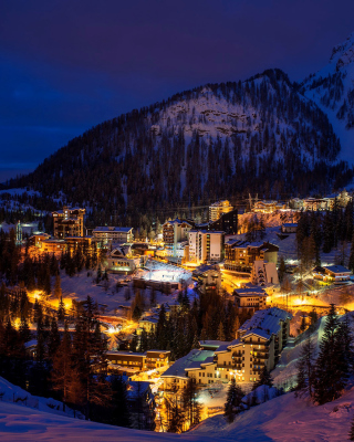 Night Bergamo, Lombardia - Obrázkek zdarma pro iPhone 4