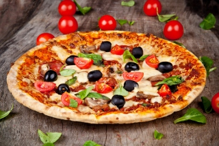 Pizza with tomatoes and olives - Obrázkek zdarma pro Widescreen Desktop PC 1920x1080 Full HD