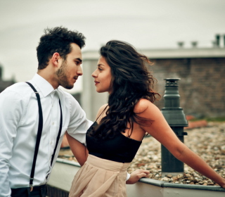 Beautiful Couple On Date - Obrázkek zdarma pro 320x320