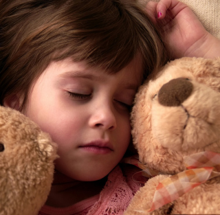 Child Sleeping With Teddy Bear - Obrázkek zdarma pro iPad mini 2