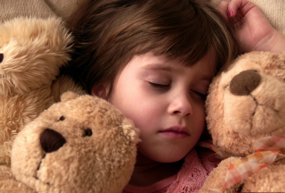 Child Sleeping With Teddy Bear - Obrázkek zdarma pro Motorola DROID 2