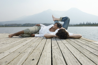 Обои Couple On River для Android