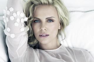 Charlize Theron - Obrázkek zdarma pro Sony Xperia E1