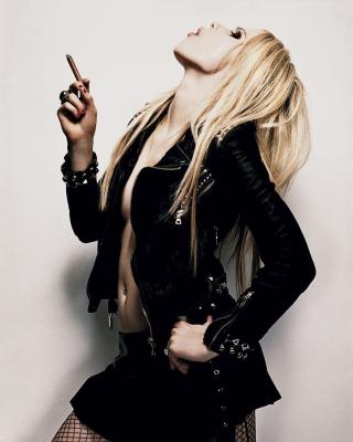 Avril Lavigne Smoking - Obrázkek zdarma pro 352x416
