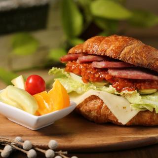 Croissant with ham - Obrázkek zdarma pro 320x320