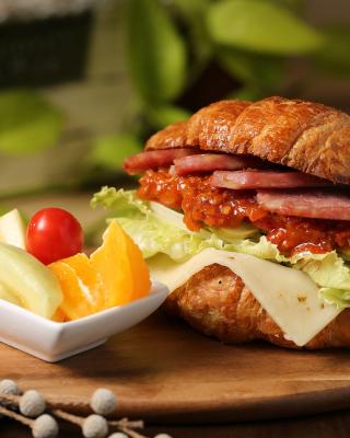 Croissant with ham - Obrázkek zdarma pro Nokia X6