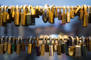 Free Love Padlocks Picture for Android, iPhone and iPad
