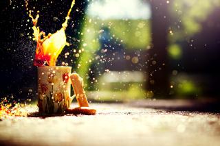 Coffee splashes bokeh - Obrázkek zdarma pro Sony Xperia Z1