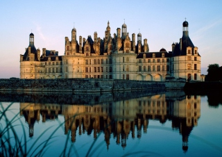 Chateau de Chambord France Background for Android, iPhone and iPad