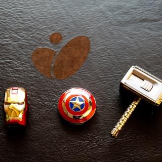 Avengers USB Flash Drives - Obrázkek zdarma pro iPad Air