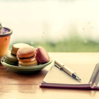 Macaroons and Notebook - Obrázkek zdarma pro iPad Air