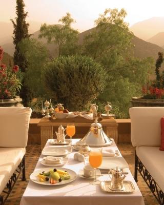 Summer Lunch on Terrace - Obrázkek zdarma pro Nokia 300 Asha