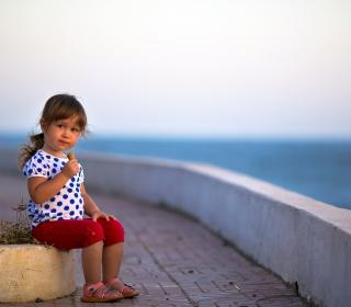 Child Eating Ice Cream - Obrázkek zdarma pro iPad