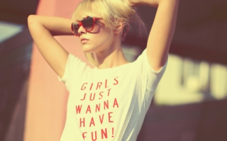 Girls Just Wanna Have Fun T-Shirt - Obrázkek zdarma pro 1600x1200