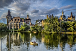 Vajdahunyad Castle in Budapest - Obrázkek zdarma pro 320x240