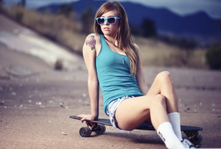 Skater Girl With Tattoo - Obrázkek zdarma pro Widescreen Desktop PC 1920x1080 Full HD