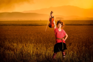 Violin Girl - Obrázkek zdarma pro 1024x600