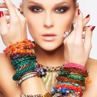 Girl in Bracelets - Obrázkek zdarma pro 208x208