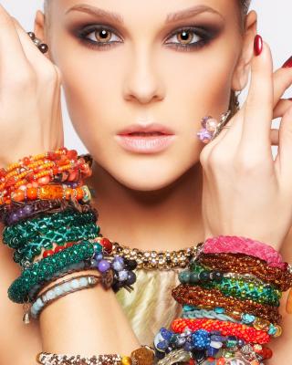 Girl in Bracelets - Obrázkek zdarma pro Nokia C3-01