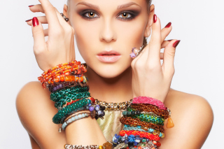 Girl in Bracelets - Obrázkek zdarma pro Sony Xperia Z3 Compact