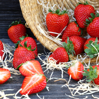 Strawberry Basket - Obrázkek zdarma pro 208x208